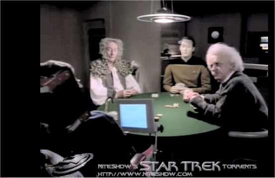 Grâce au Holodeck de l'Enterprise dans la série Star Trek, Stephen Hawking (à gauche, de dos) peut jouer aux cartes et converser avec Newton, Einstein et l'androïde Data. © M3n747/YouTube