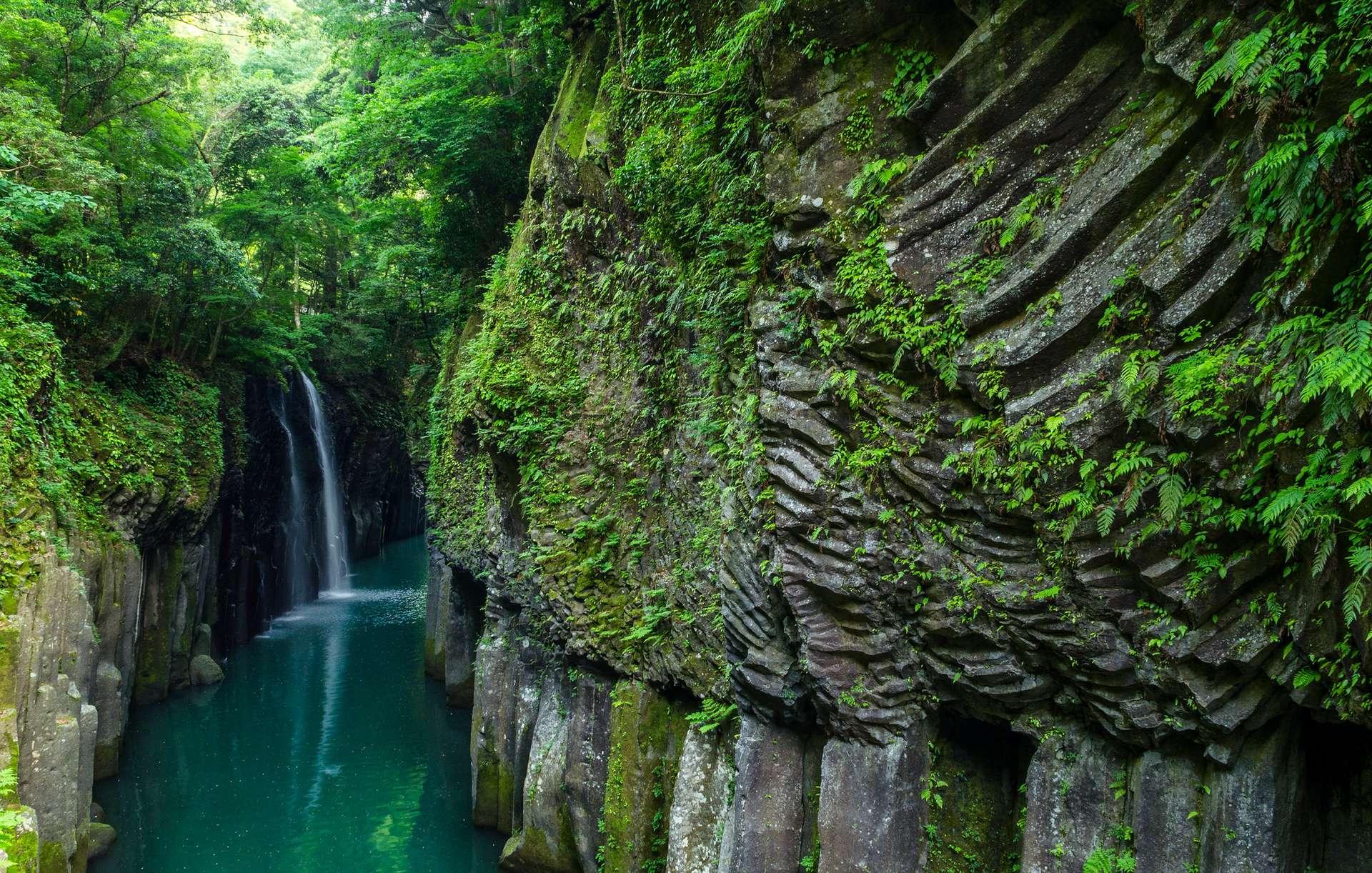 Les gorges de Takachiho ont été taillées dans des falaises de basaltiques par le fleuve Gokase sur l'île de Kyūshū, au Japon. © Einheit 00, Flickr, CC By 2.0