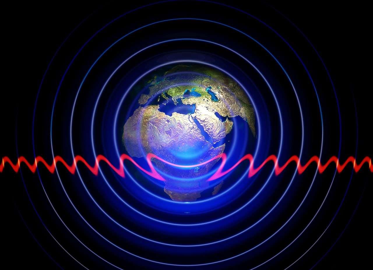 Une partie des ondes radio émises par les téléphones mobiles ou les terminaux connectés en Wi-Fi peuvent être récupérées et converties en courant continu pour alimenter la batterie de ces appareils. Des chercheurs de l'université de l'Ohio ont eu l'idée de se servir à la source, afin d'utiliser les ondes émises par un smartphone pour prolonger son autonomie de 30 %. © Pixabay, CC0, DP