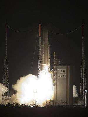 Ariane 5 au décollage le 21 décembre 2007 à 21h42 TU, après une interruption de chronologie de 44 minutes. Crédit Arianespace