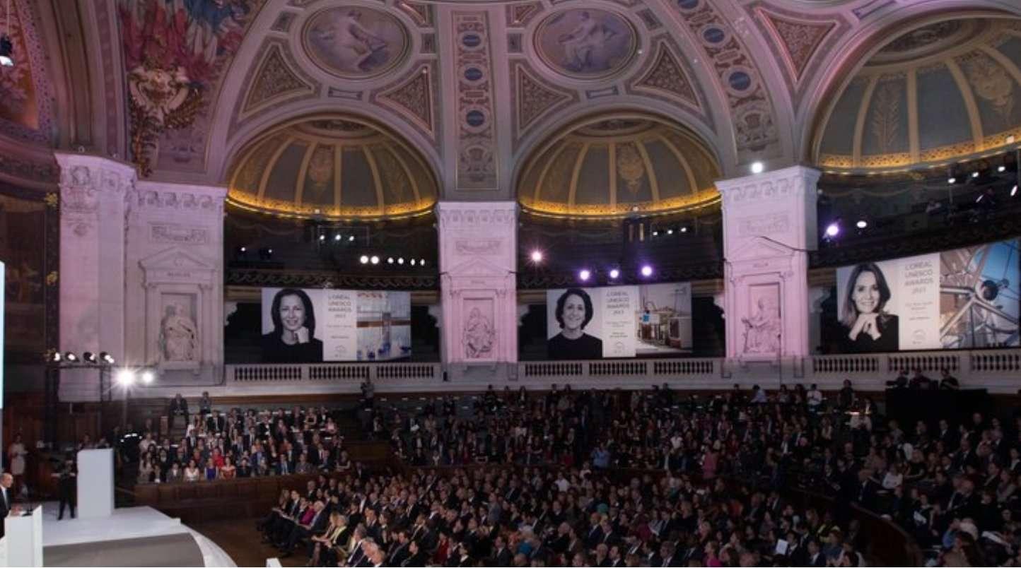 La cérémonie 2015 de la remise des prix L'Oréal-Unesco a eu lieu dans le grand amphithéâtre de la Sorbonne, le mercredi 18 mars. © Fondation L'Oréal