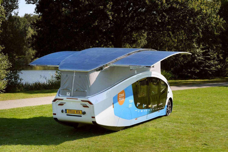 Le camping-car électrique et solaire Stella Vita peut atteindre une vitesse maximale de 120 km/h. © Bart van Overbeeke