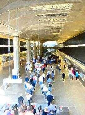 Les usagers du métro aux heures de pointe : une formidable source d'énergie !(Crédits : The Facility Architects, Londres)