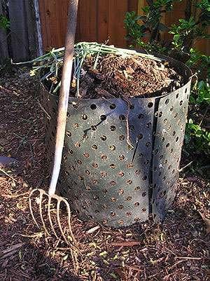 Le compost, élément indispensable du meilleur terreau - Crédits : Elf - Wikipedia