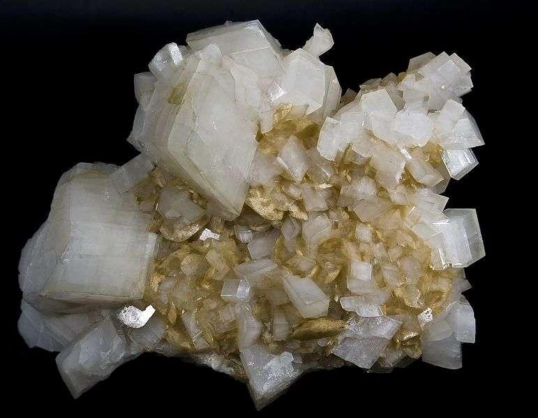Cristal de magnésite et dolomite au faciès tabulaire. © Didier Descouens, Wikipédia CC by 30