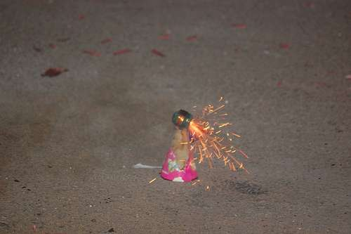 Un pétard juste avant l'explosion. - © Creative Commons : Siddhu 2020