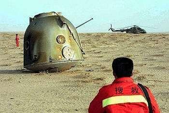 La récupération de Shenzhou-3 le 1er avril 2002. Crédit agence Chine Nouvelle.