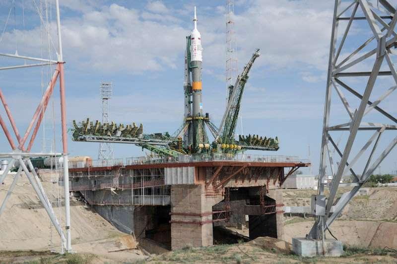 Le lanceur Soyouz installé sur son pas de tir du cosmodrome de Baïkonour. © Roscosmos