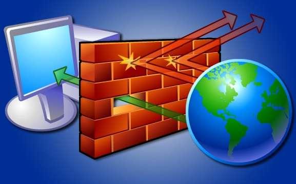 """Exemple en images d'un firewall (""""mur de feu"""") filtrant les échanges de données entre un ordinateur et Internet. Les connections en rouge sont refusées, alors que celle en verte est autorisée. © DR"""