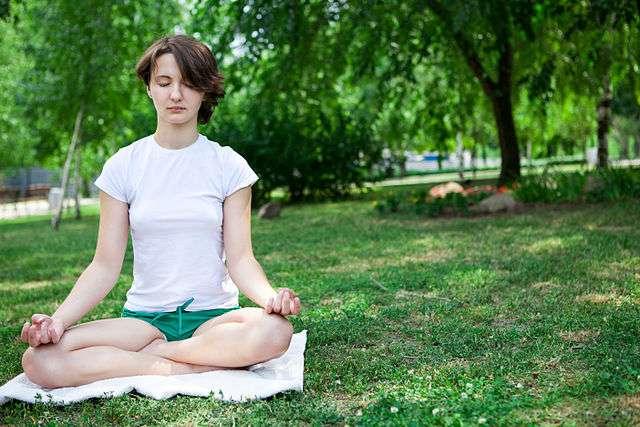 Tout comme la méditation, le jeu des chercheurs permettrait de réduire son stress et d'améliorer sa concentration. © RelaxingMusic, Wikimedia Commons, CC by-sa 2.0