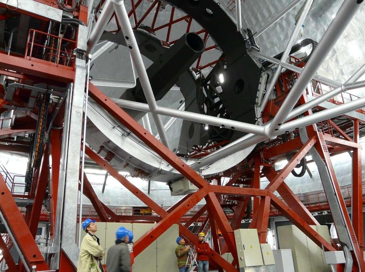 Avec sa mosaïque de miroirs de 10,40 mètres de diamètre, le Gran Tecan a été utilisé pour découvrir du potassium dans l'atmosphère de deux exoplanètes. Crédit J.-B. Feldmann