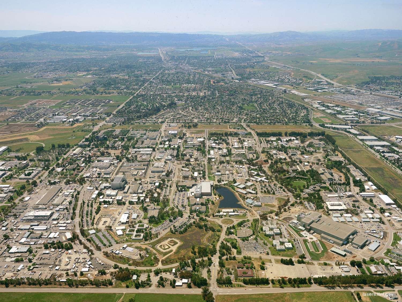 Une vue aérienne du Laboratoire national de Lawrence Livermore (États-Unis) qui a donné son nom au livermorium. © Lawrence Livermore National Laboratory, Wikipedia, DP