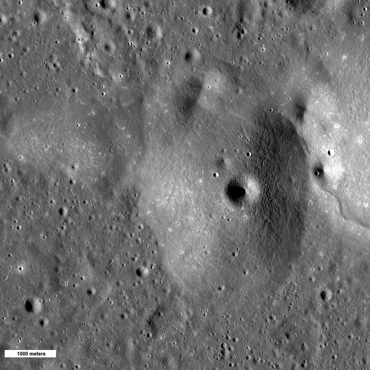 En photographiant ce dôme à proximité du cratère d'impact Autolycus, LRO nous révèle un aspect inédit du volcanisme lunaire. © Nasa, GFSC, Arizona State University