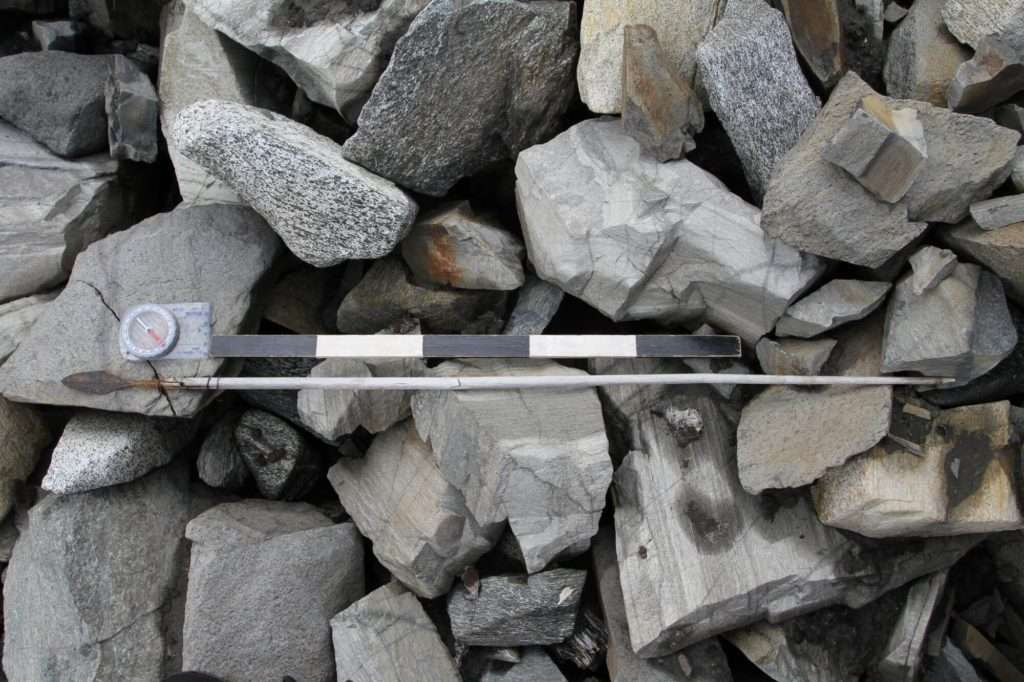 Une soixantaine de flèches piégées dans la glace ont été découvertes en Norvège. © Oppland County Council