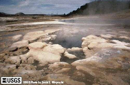 Les sources chaudes du Yellowstone. Crédit : US Geological Survey