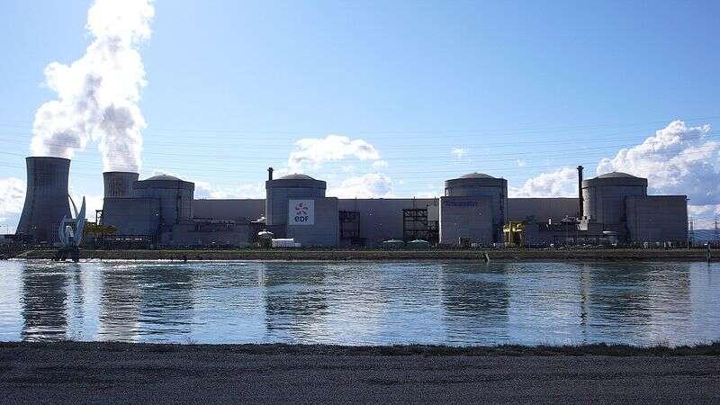La centrale nucléaire de Tricastin pourrait-elle faire face à une catastrophe naturelle exceptionnelle ? © Sancio83, domaine public