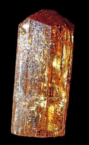 La topaze impériale appartient au système orthorhombique. © Parent Géry, Wikipedia DP