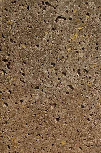 La ragréage permet de combler les trous et de masquer les imperfections du béton. © TeXtuRes Of?, CC BY 2.0, Flickr