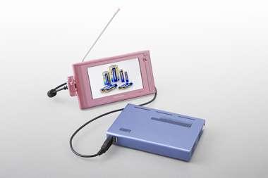Le chargeur à méthanol peut recharger simultanément deux batteries. © Panasonic