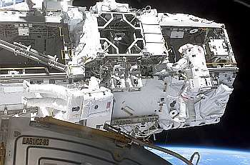 La section de poutre S-Zero. Le Mobile Transporter (MT) est visible au centre, en haut de l'image. Crédit Nasa.