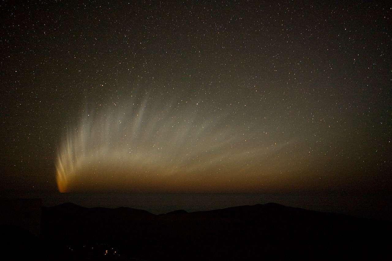 Une comète à la queue en virgule © ESO/H.H.Heyer