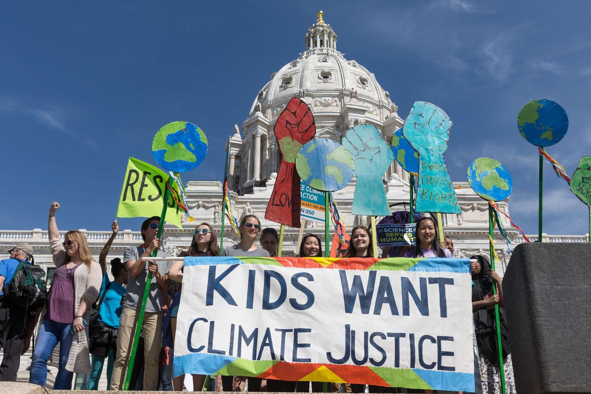 La jeunesse mondiale se mobilise le 15 mars 2019 pour la « Grève pour le climat » et la « Marche du Siècle » prendra le relais en France le 16 mars 2019, pour manifester contre le changement climatique et l'inaction politique. © Lorie Shaull, Flickr, CC By-SA 2.0