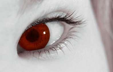 Les lentilles cosmétiques ont besoin d'autant de précautions que les lentilles de vue. © Fotolia