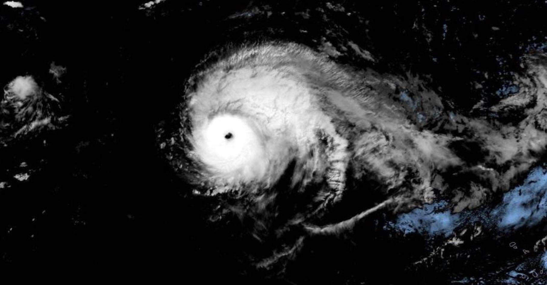 Lorenzo détient depuis ce week-end le titre d'ouragan le plus puissant jamais observé aussi loin au Nord et à l'Est du bassin Atlantique. © National Hurricane Center