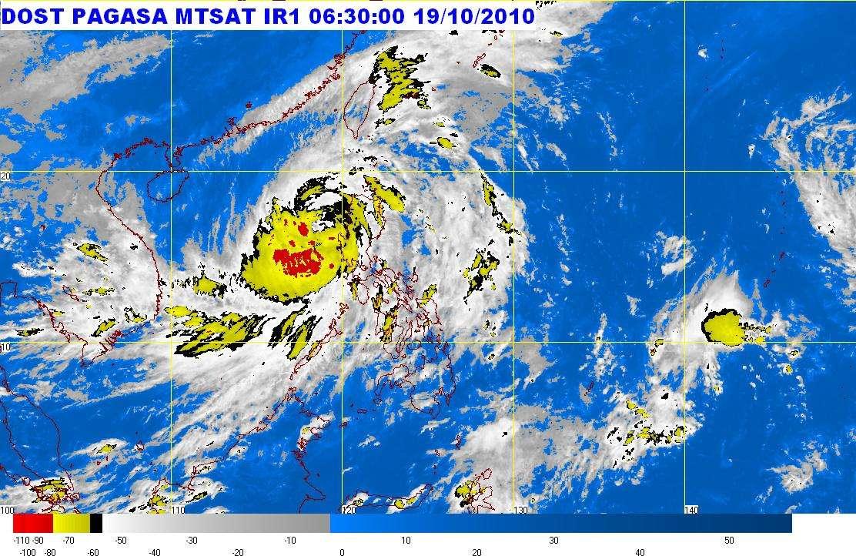 La dépression à l'origine de la tempête tropicale Megi ce matin. Elle se dirige vers l'ouest après avoir dépassé les Philippines (les côtes sont figurées par un liseré marron) et s'approche de l'île de Hainan, en haut à gauche sur cette carte. Les parties en rouge et en jaune indique les zones de très faible pression atmosphérique. © Pagasa