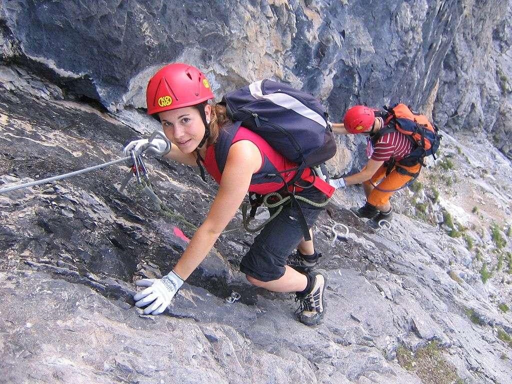 Il existe de nombreux sites de qualité pour l'escalade en France comme ailleurs. Ici, des amateurs de via ferrata, en Suisse. © Marc d'Haenen, Wikimedia Commons, cc by sa 3.0