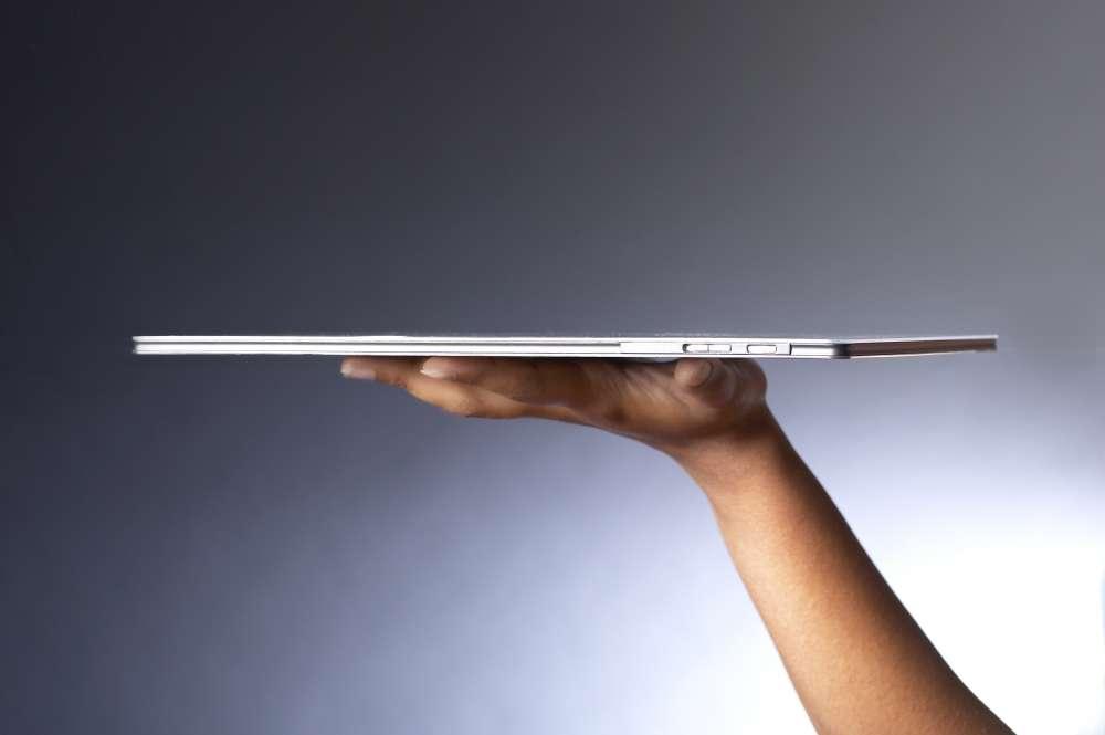 Le Reader pèse 160 grammes, pour 7 millimètres d'épaisseur. © Plastic Logic