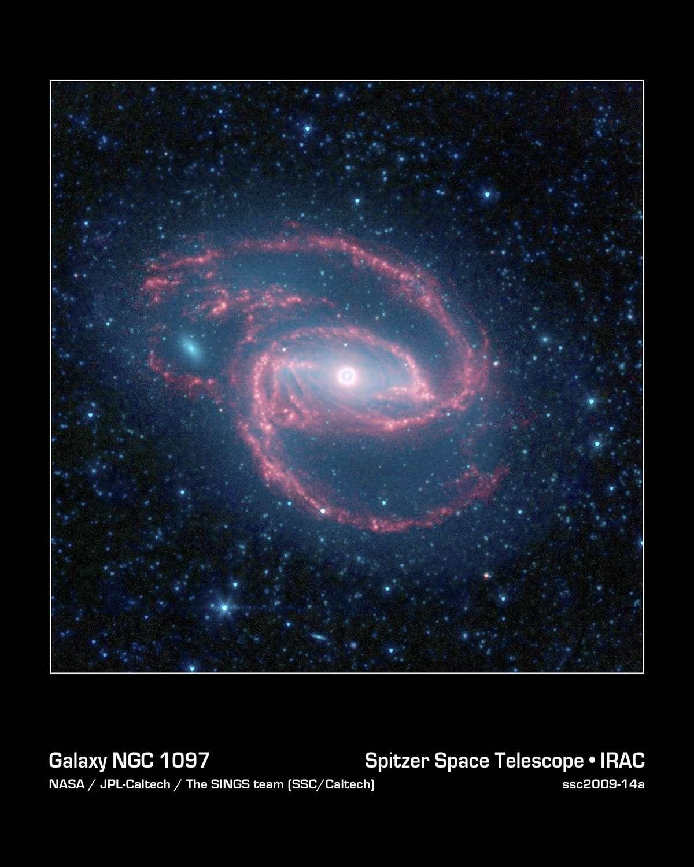 La galaxie spirale NGC 1097, un œil cosmique... Crédit : Nasa/JPL-Caltech