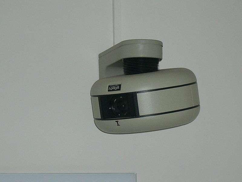 La télésurveillance permet la surveillance à distance de n'importe quel endroit, bien ou individu. © Mattes, Domaine public, Wikimedia Commons