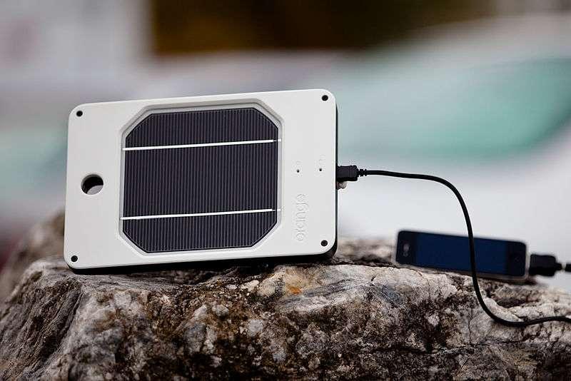 Il est important de choisir une batterie de chargeur solaire compatible avec les appareils que vous souhaitez charger. © Paul Komarek, Wikimedia Commons, cc by sa 3.0