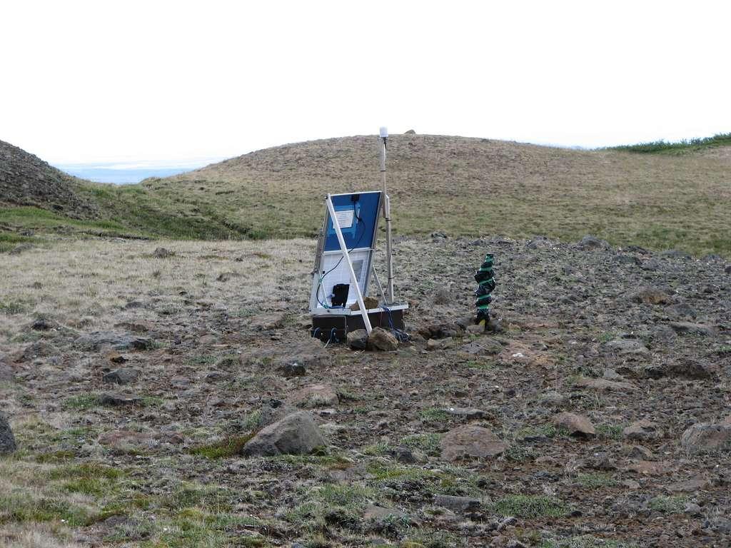 Les sismologues disposent de sismographes transportables et solaires pour enregistrer des informations sur les ondes sismiques parvenant dans les régions reculées du globe. © µµ, Flickr, cc by sa 2.0