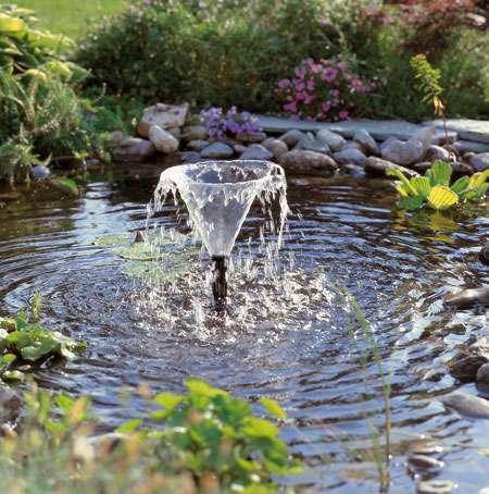 Pompe immergée pour jet de bassin. © DR