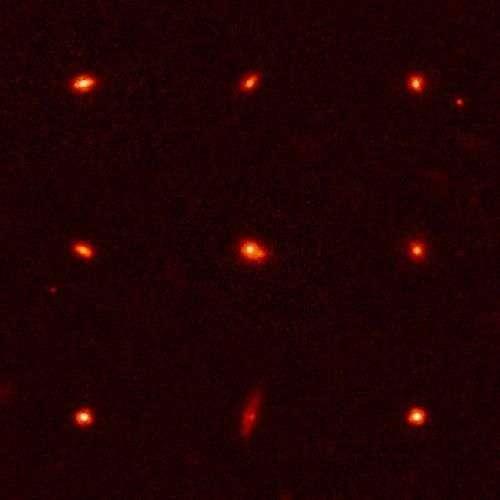 Les neuf galaxies ultradenses. Crédit : Nasa, ESA, P. van Dokkum (Yale University), M. Franx (University of Leiden), G. Illingworth (University of California, Santa Cruz and Lick Observatory)