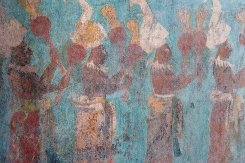 La civilisation maya a prospéré d'environ 2600 avant J.-C. à 1520 après J.-C. Le calendrier maya était composé de cycles, le 21 décembre 2012 (solstice d'hiver) correspondant à la fin d'un de ces cycles. Certains l'ont interprété comme étant la fin du calendrier lui-même, et donc la prédiction de la fin du monde par cette civilisation. Bonampak, au Mexique, est un site maya dans lequel on a retrouvé de nombreuses peintures (datant de 790), dont fait partie la fresque ci-dessus. © Nick Leonard