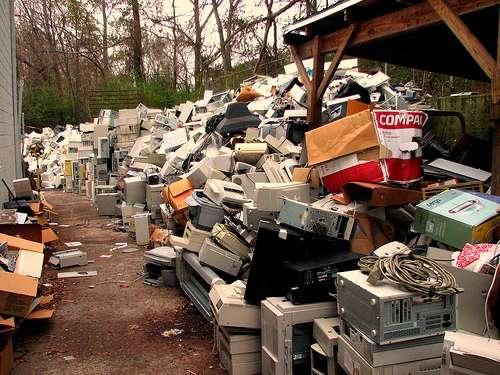 L'écoparticipation a pour but de financer le recyclage et la pollution des déchets électriques, électroniques et électroménagers. © Techbirmingham CC by 2.0