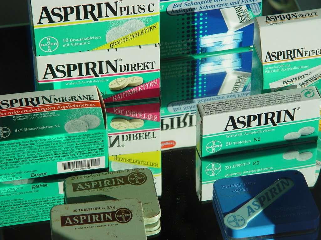 Pourquoi ne pas prendre de l'aspirine tous les jours si elle protège de nombreux cancers ? Certains scientifiques le préconisent, mais l'acide acétylsalicilique a d'autres propriétés et empêche notamment la coagulation sanguine. Il est donc contrindiqué pour certains patients. © pietroizzo, Fotopédia, cc by nc sa 2.0