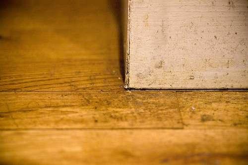 La plinthe est une bande de décoration en bois, carrelage, pierre... © Guillaume Brialon, CC BY-NC-SA 2.0, Flickr