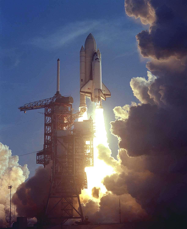 L'envol de Columbia le 12 avril 1981, photo du jour de la Nasa.
