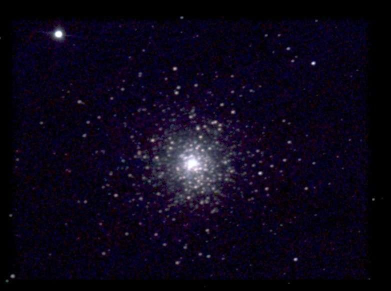 10 min de pose avec une caméra CCD et un télescope de 150 mm ont permis à «Chamois» (son pseudo sur le forum), de capturer cet amas.