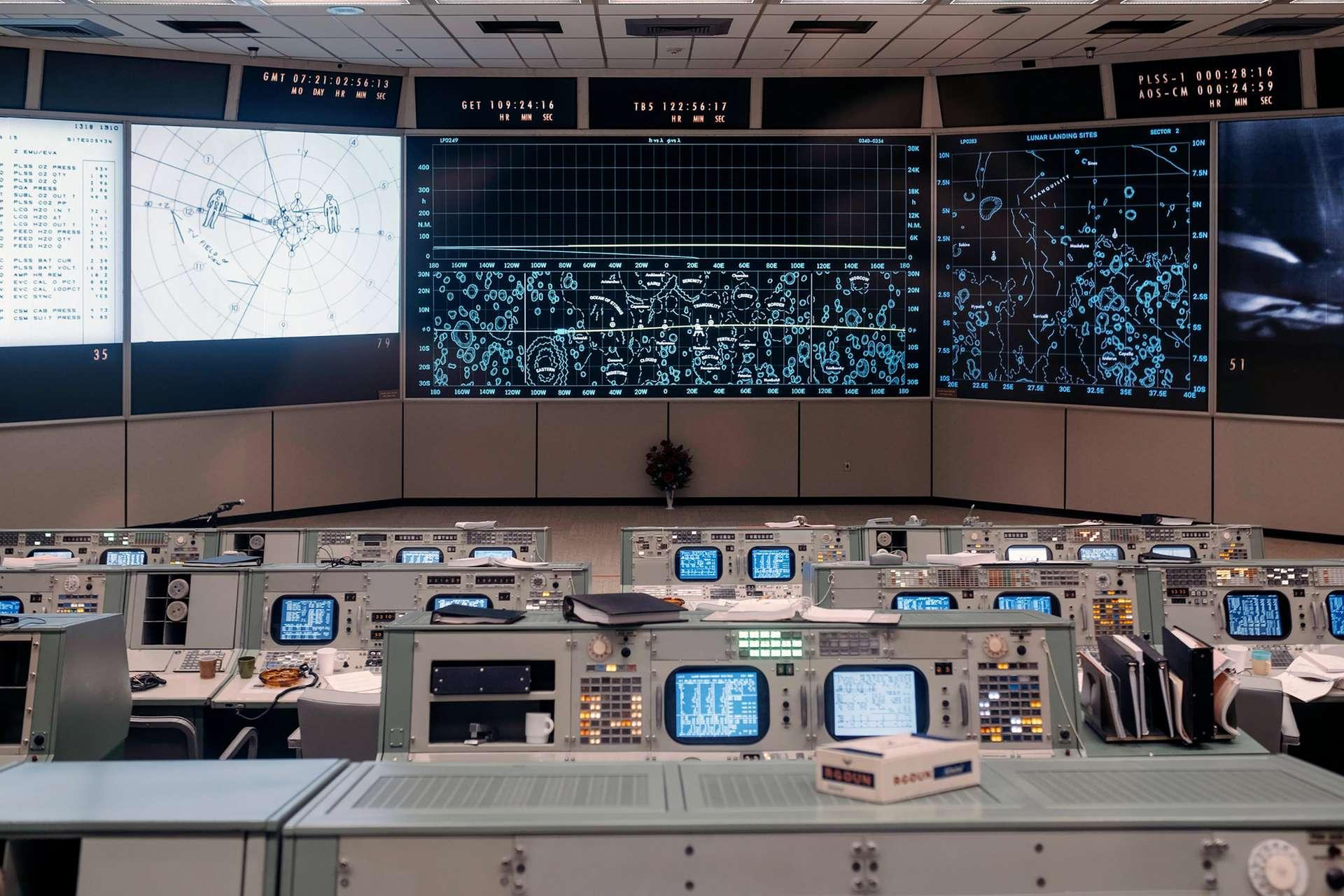 Le centre de contrôle des missions Apollo, également utilisé pour les missions Gemini. Il est vu ici rénové avec une remise en état identique à l'année 1969. © Nasa