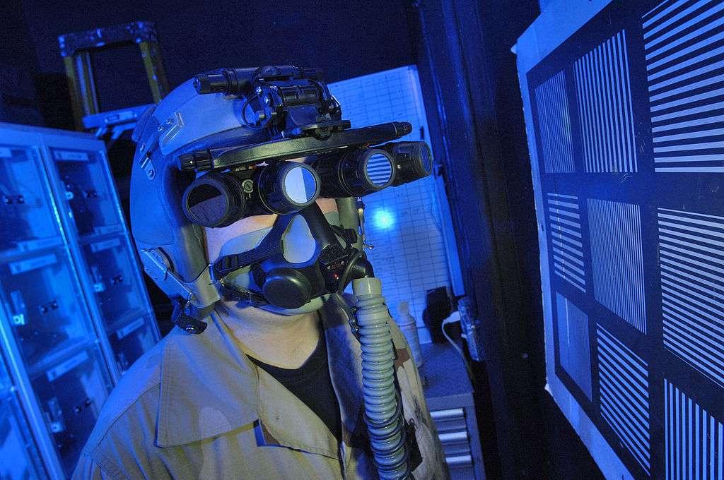 Grâce aux travaux d'une équipe de chercheurs de l'université du Michigan, les lunettes à vision nocturne infrarouge pourraient être un jour remplacées par de simples lentilles de contact. © Mac Davis, Wikimedia Commons, DP