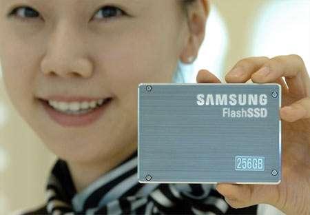 Le disque SSD de Samsung, 256 Go et 200 Mo/s... © Samsung