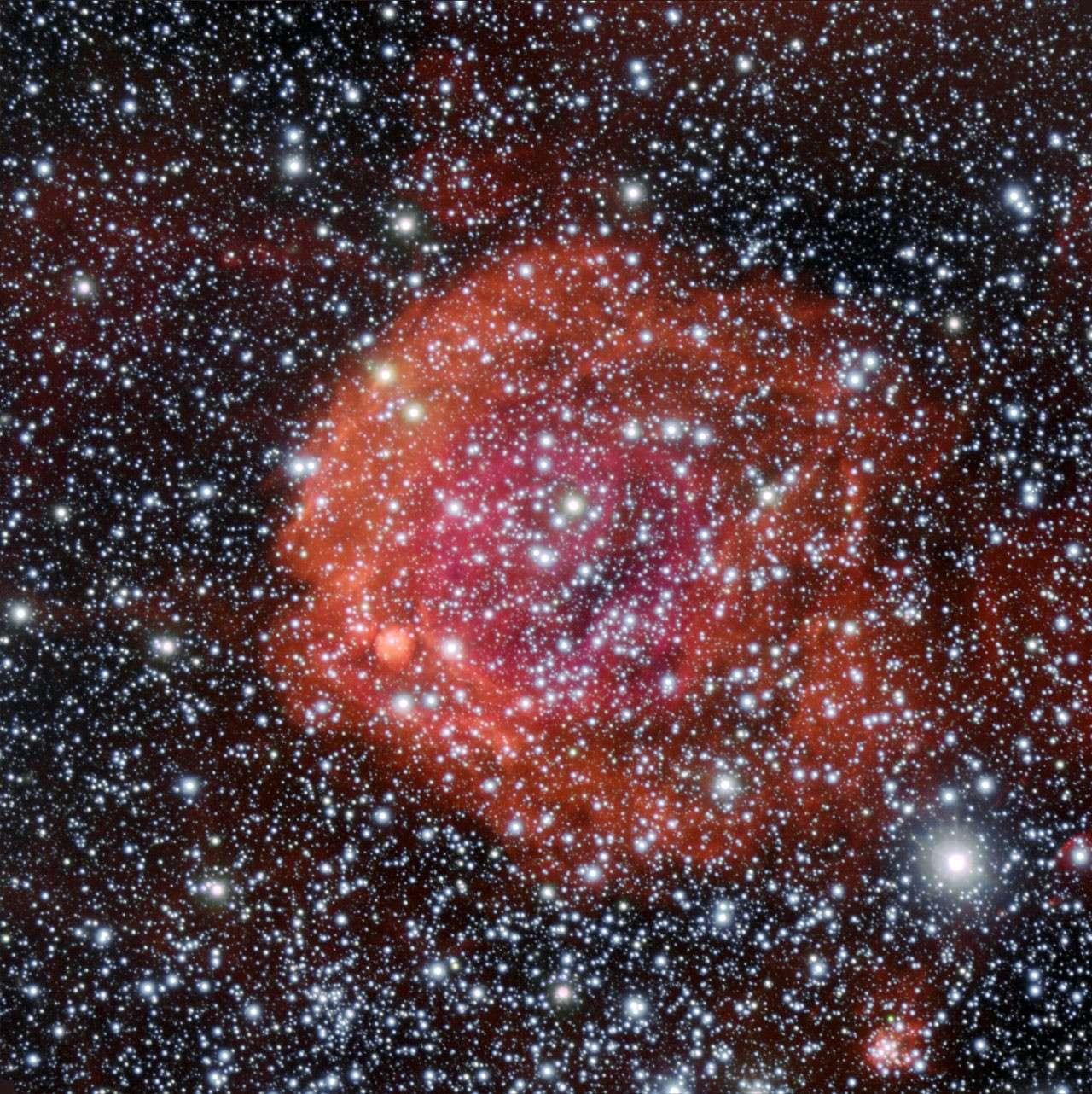 NGC 371, un jeune amas d'étoiles plongé dans une nébuleuse à émission dans le Petit Nuage de Magellan. © ESO/Manu Mejias