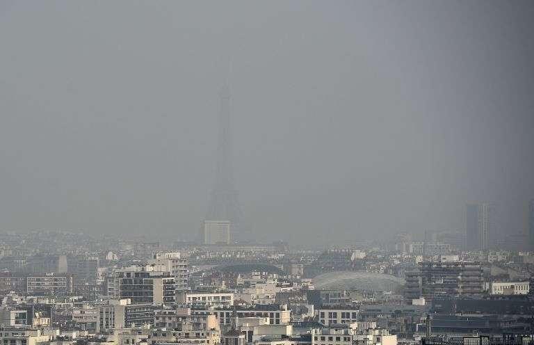Paris et la région Ile-de-France font partie des « zones à risque » pour la Commission européenne. Celle-ci a engagé un contentieux pour contraindre le pays à appliquer des mesures afin de limiter la pollution. © AFP Photo, Franck Fife