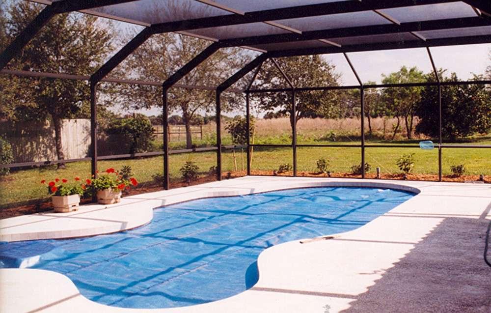 Une pompe à chaleur pour piscine permet de se baigner toute l'année. © Roger4336, Flickr, CC BY-SA 2.0