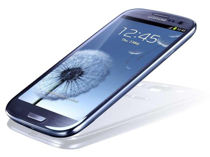 Pour son Galaxy S3, Samsung a choisi de conserver un bouton d'accueil physique alors qu'Android 4.0 prend en charge 3 boutons tactiles. © Samsung